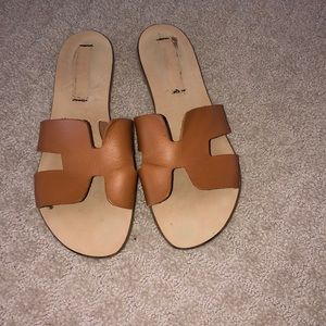 "Steve Madden Greece ""H""Slides Sz. 9 1/2"